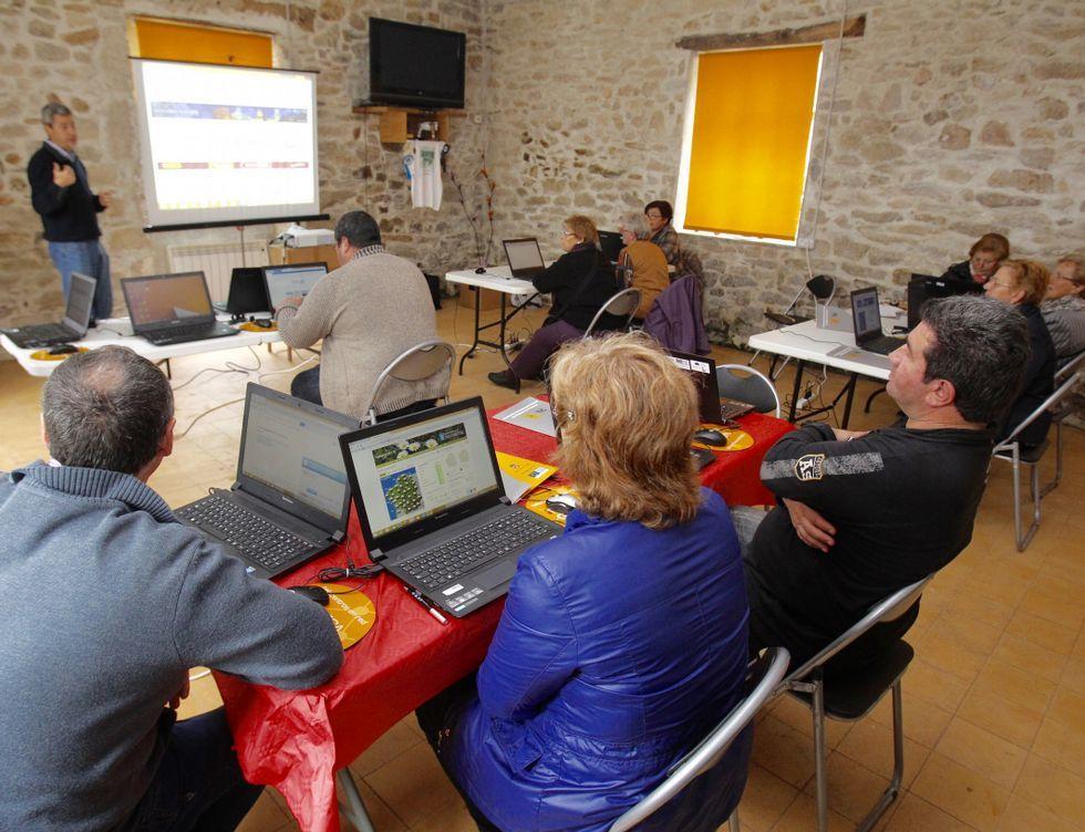 Curso de Internet para adultos en Friol.
