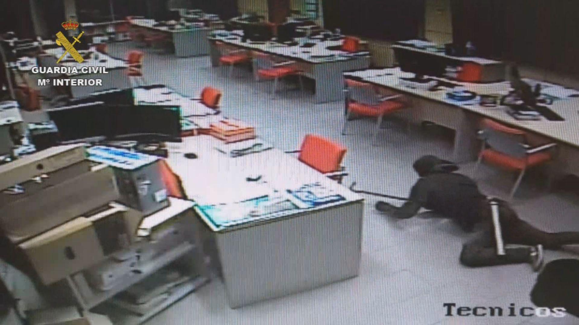 Cámaras de seguridad captan in fraganti a uno de los ladrones