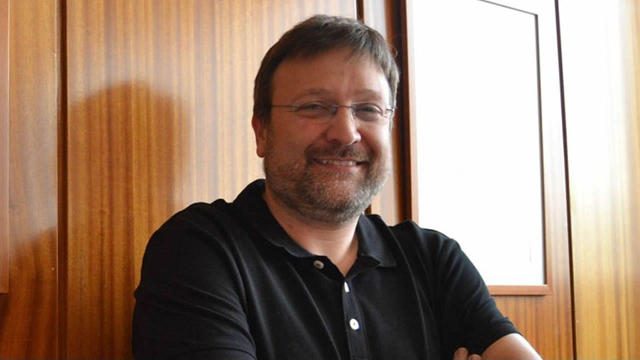 Se busca pirómano de coches.Juan Picos, director de la Escola de Forestais de Pontevedra
