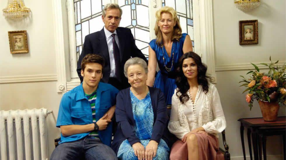 Miguel Ríos canta la nueva sintonía de «Cuéntame».La familia Alcántara, en la nueva temporada.