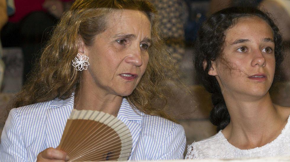 La infanta Elena y sus hijos se van a los toros en Palma de Mallorca.Antonio Virgili, director general de la RTPA