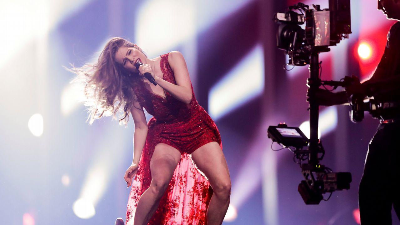 La representante letona Laura Rizzotto ensayando «Funny Girl»