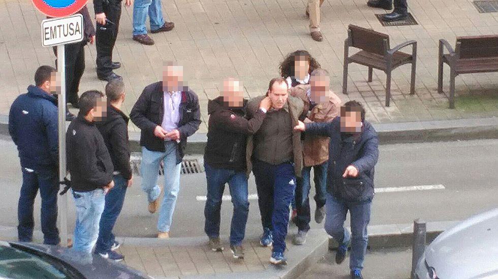 Las imágenes del atraco con rehenes que ha tenido en vilo a Gijón.Toché en zona mixta