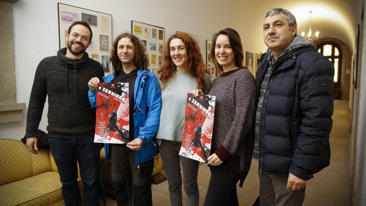Rueda de prensa para presentar el primer festival galego de teatro escolar. Estarán María Rozas y algunos profesores