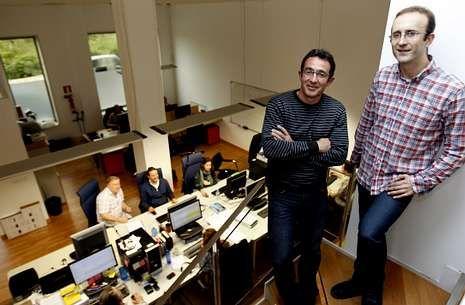 Toda la actualidad de las selecciones.Santiago Domínguez y Carlos Cobas en la oficina que MestreLab tiene en Santa Marta.
