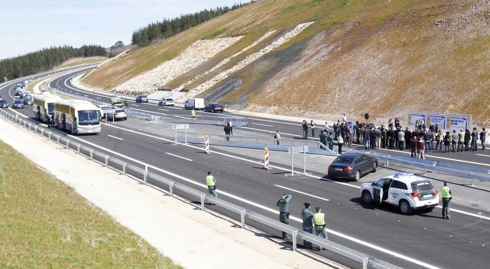 La inauguración se realizó en el final del tramo en Guntín, una zona hasta O Picato limitada a 100 por horas por las curvas.