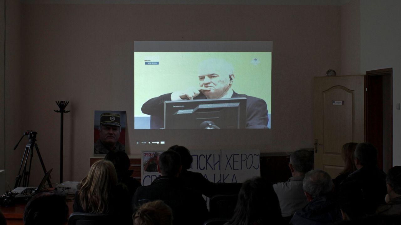 .En Bosnia, la condena a Mladic se siguió por pantallas de televisión