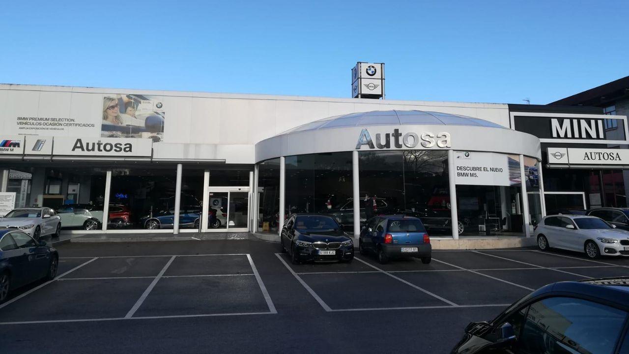 Juzgados Oviedo.Instalaciones exteriores del concesionario Autosa en Cerdeño