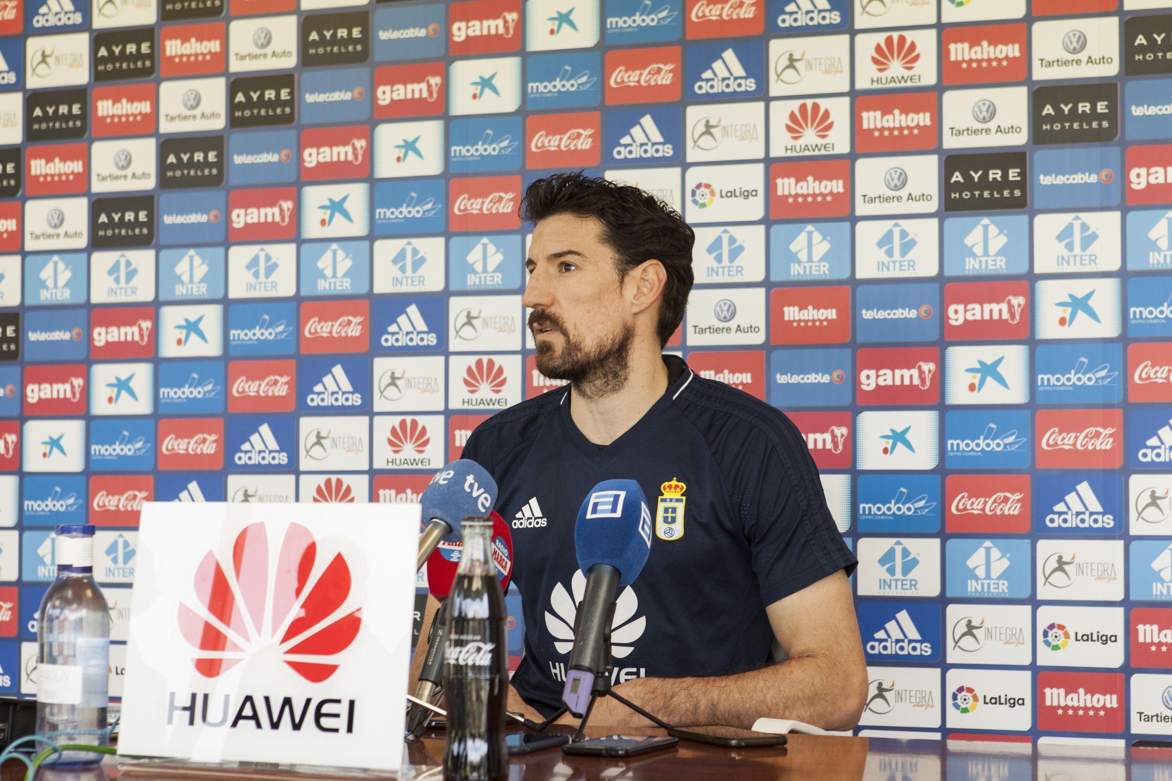 Toche Requexon Real Oviedo.Toche, en rueda de prensa