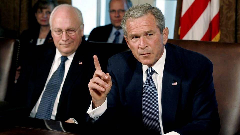 Histórica manifestación contra el terrorismo en París.Cheney, a la izquierda, con George W. Bush
