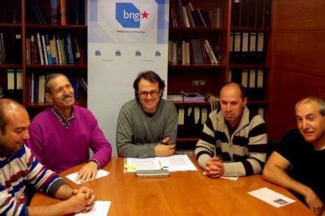 elecciones.Xosé Manuel Carril, con los representantes del sector de la pesca.