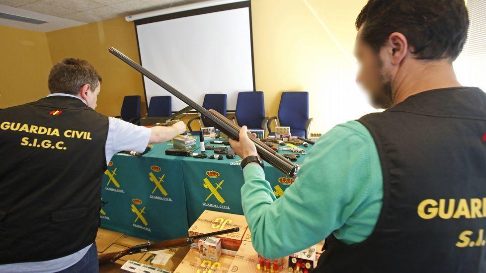 ARSENAL DE ARMAS INTERVENIDO POR LA GUARDIA CIVIL EN UN TALLER CLANDESTINO EN EL MARCO DE LA OPERACIÓN SUSURRO
