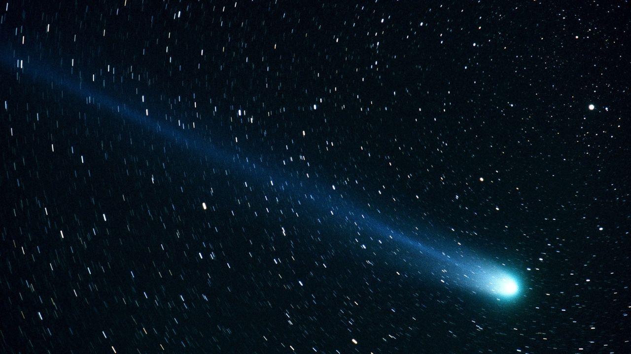 trabajador, trabajadores, construcción, empleados, guantes, martillo.Imagen del cometa Hyakutake