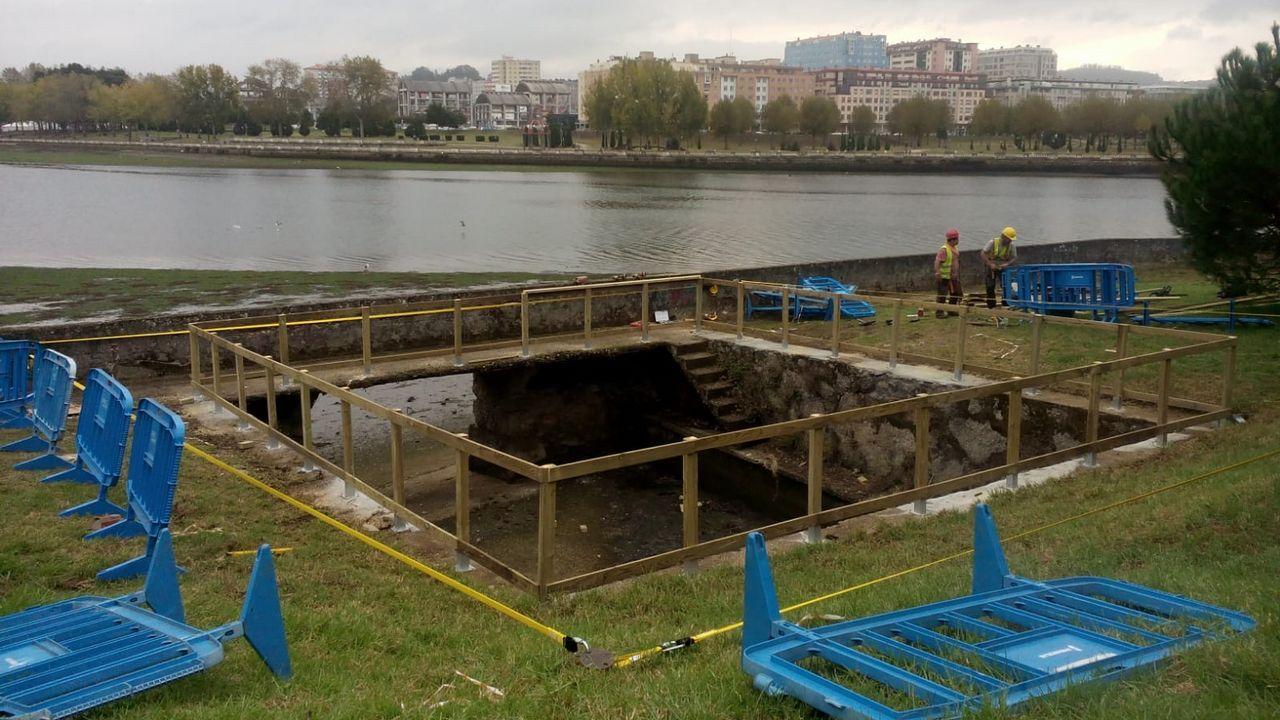 Trabajos para restablecer el suministro de agua tras la rotura de una tubería en Culleredo.Expo Coruña inauguracion INMOgalicia y feria ReforMAS carlos quintana