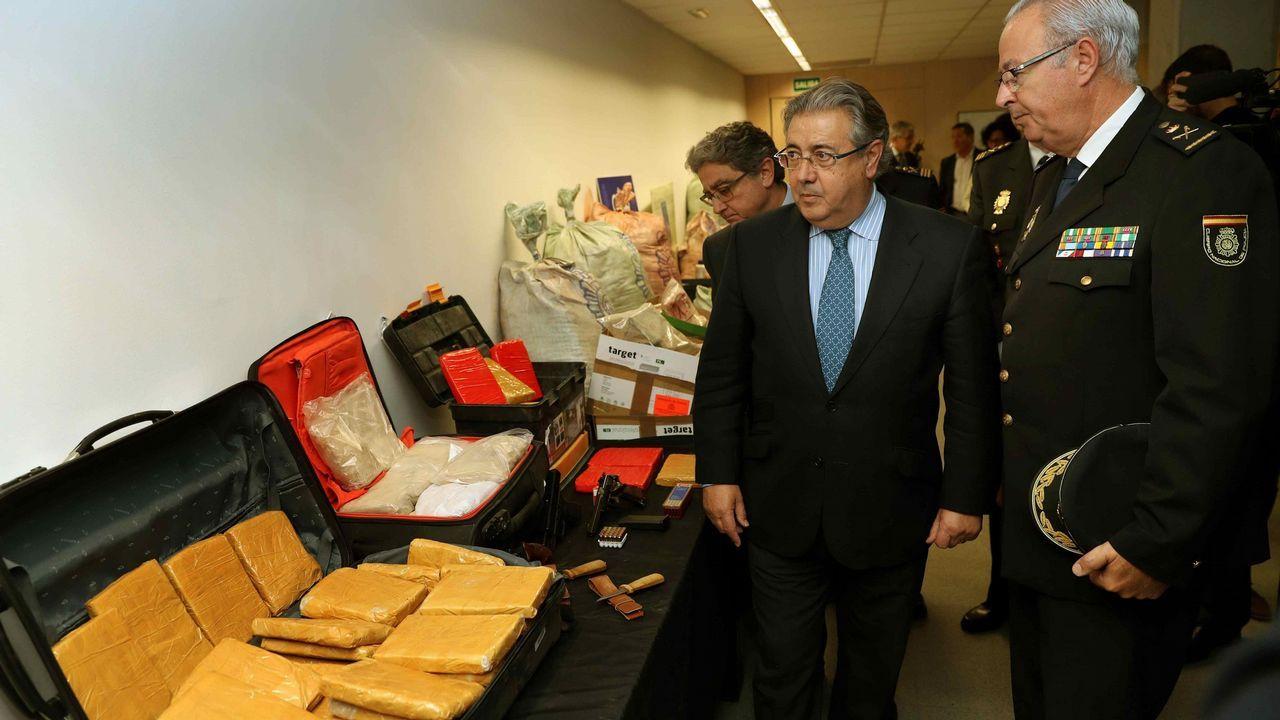 .El ministro del Interior, Juan Ignacio Zoido, junto al delegado del Gobierno, Enric Milo, y el Jefe Superior de Policía de Cataluña, Sebastián Trapote