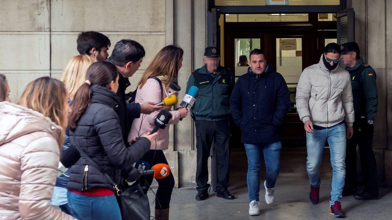 José Ángel Prenda y Alfonso Jesús Cabezuelo entran en la Audiencia de Sevilla para la vista
