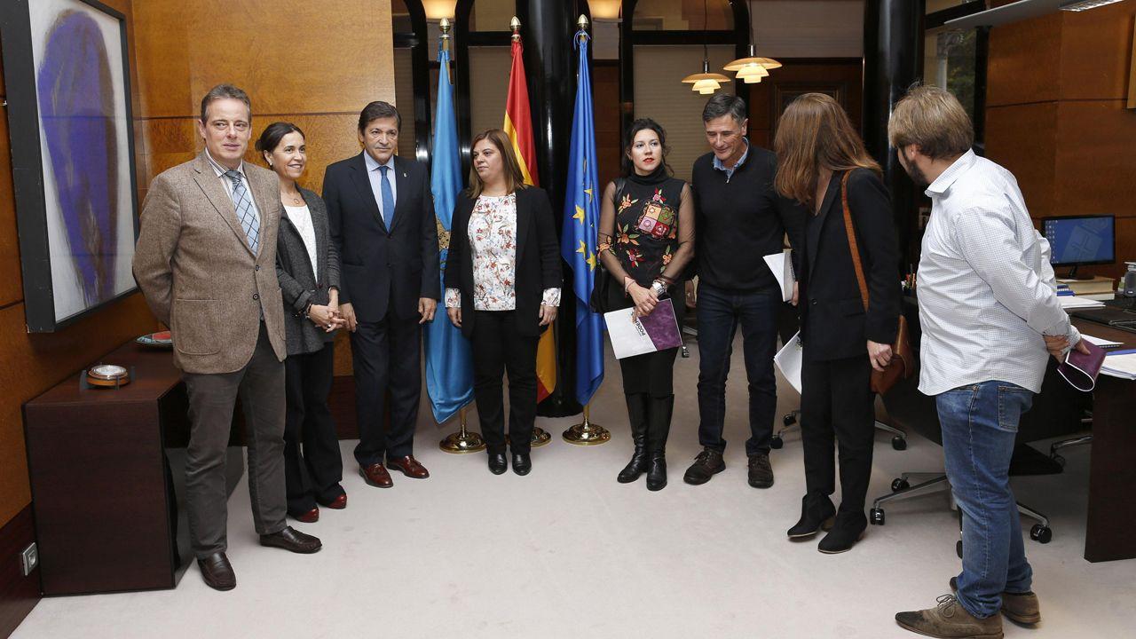 El alcalde, Wenceslao López, inaugura junto con Ana Taboada y Cristina Pontón la placa del bulevar de Oviedo.Imágenes de la reunión de Podemos Asturias y el Gobierno regional durante la negociación de los Presupuestos de 2019