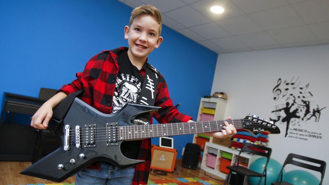 Adrián Quintana, en Rockschool Narón, donde aprender a tocar la guitarra eléctrica