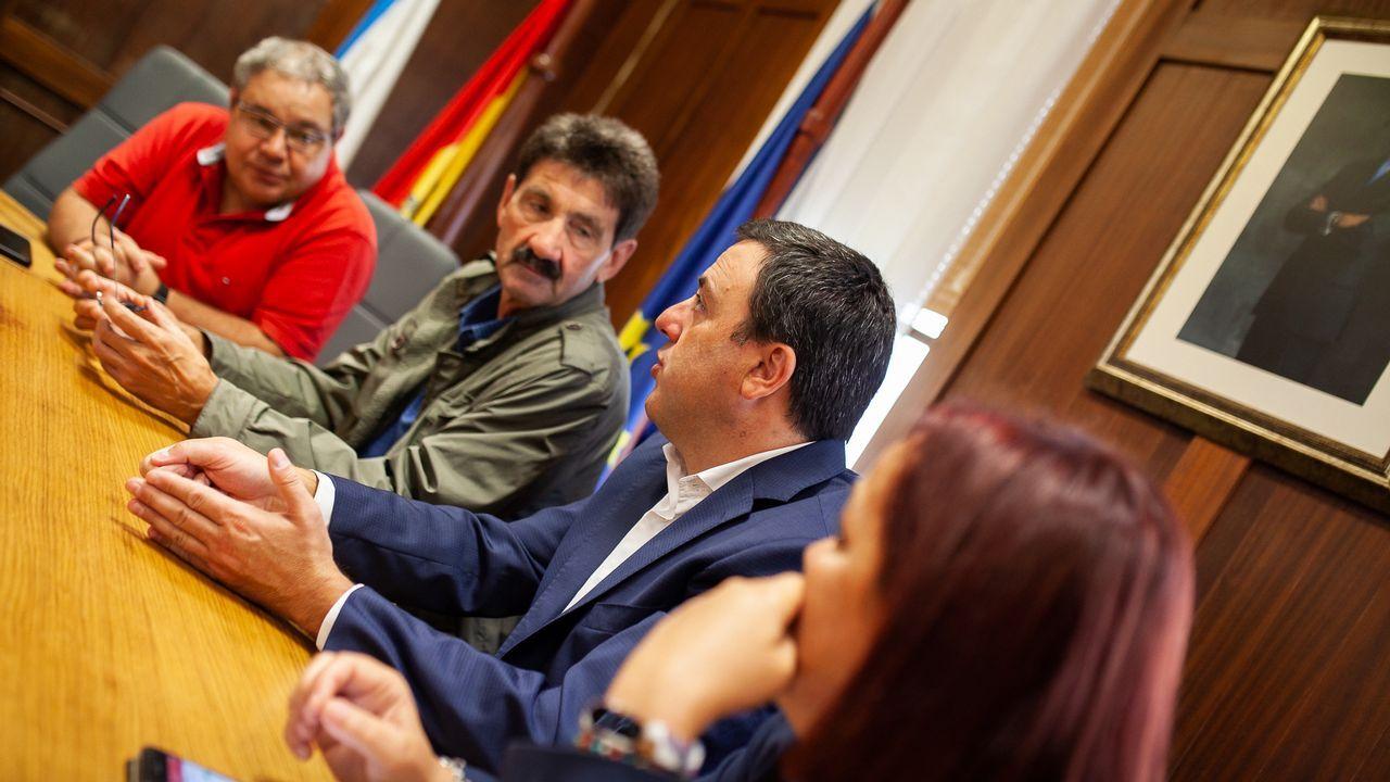El partido Xiria-Lavadores, en imágenes.El ministro, poco antes de participar este lunes en las jornadas de Conxemar en Vigo