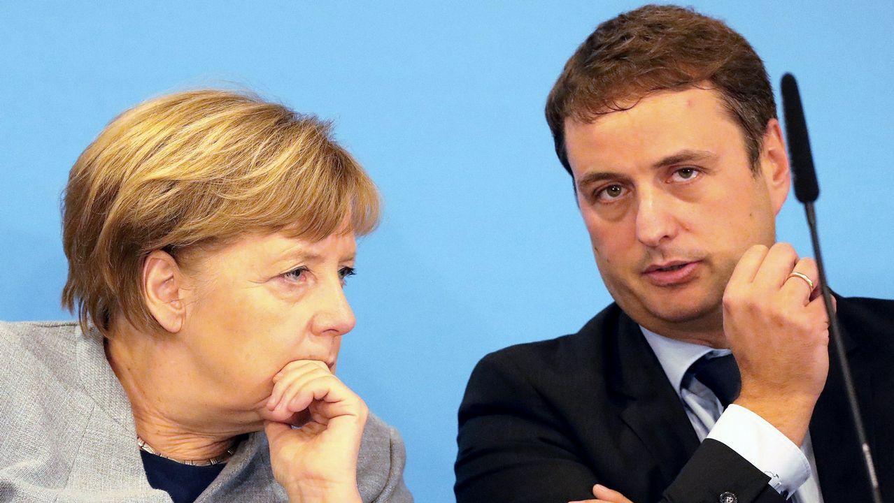 El candidato de Merkel, Manfred Weber, a la derecha, junto a Alex Stubb