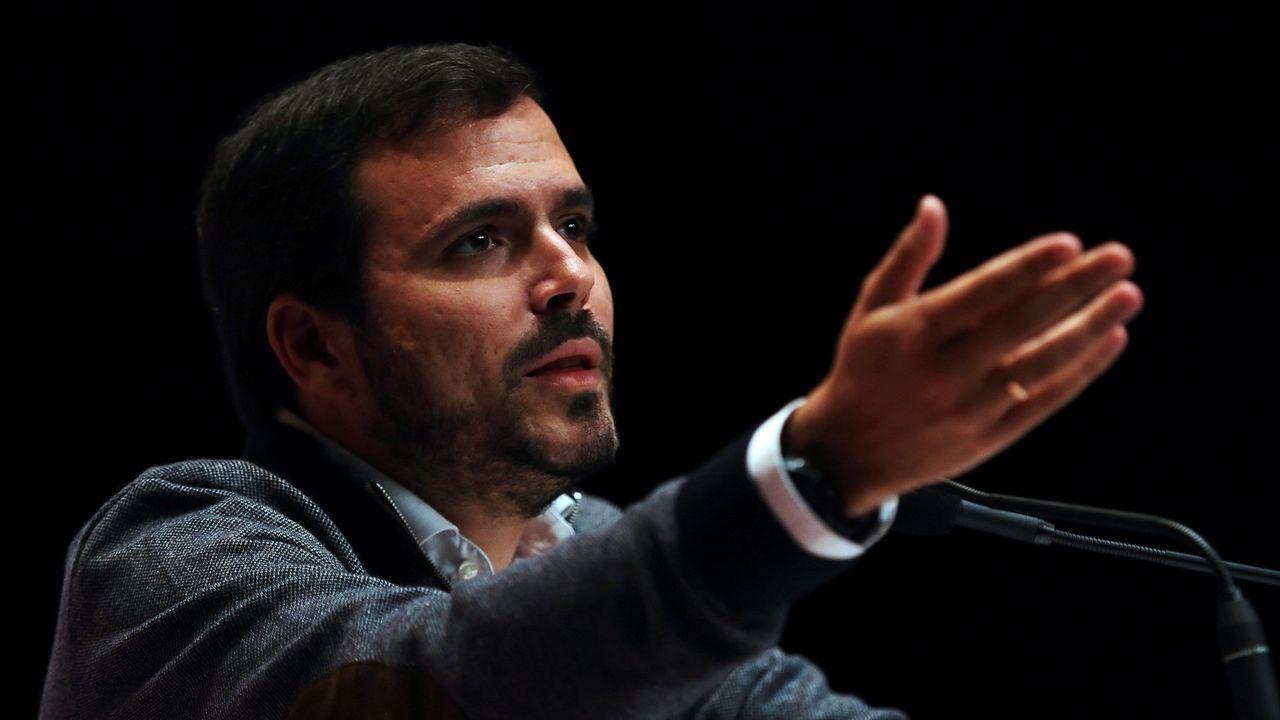 Alberto Garzón: «Hay tiempo suficiente para hacer las cosas mucho mejor».Llamazares, en un mitin junto a Daniel Ripa y Alberto Garzón, en Gijón