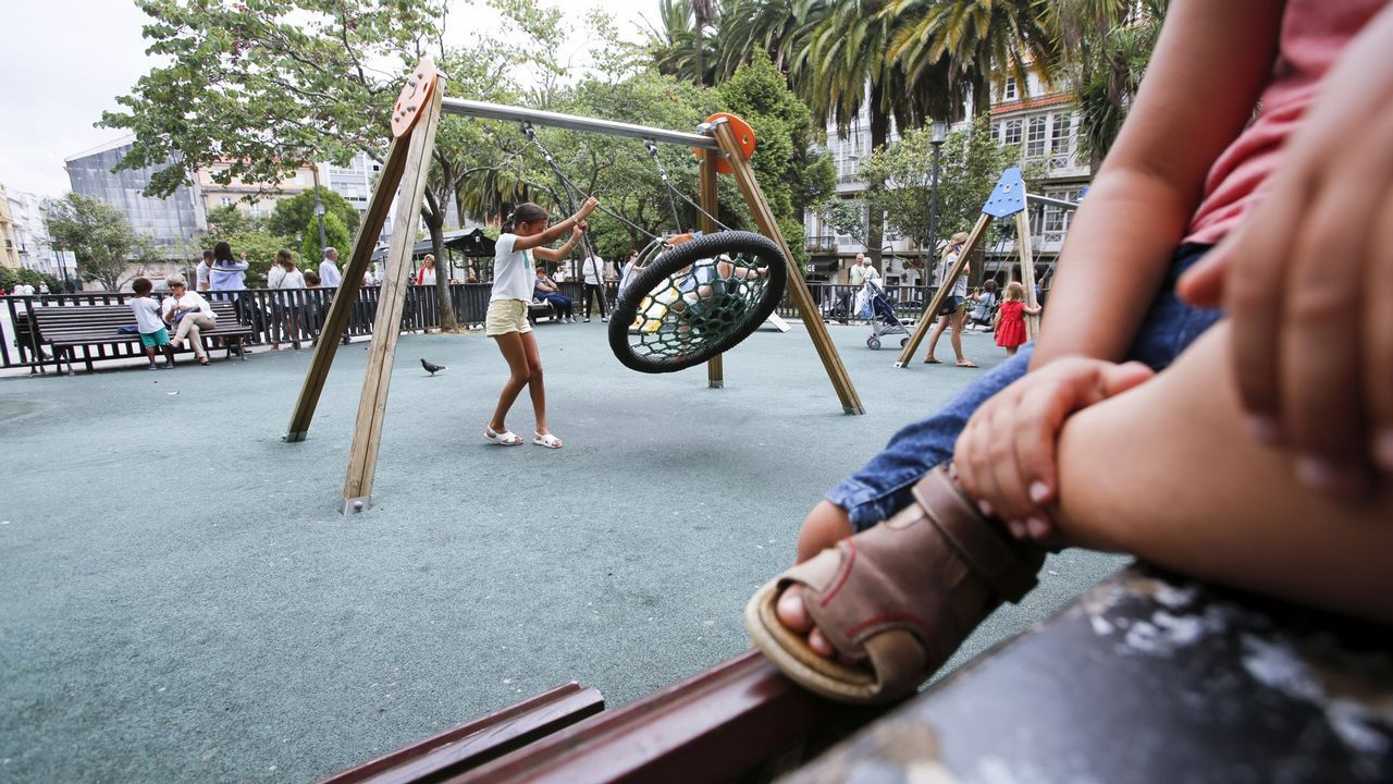 Un recorrido por los desperfectos del parque municipal.Beatriz, Yolanda, Raquel y Pilar son cuatro amigas de Madrid que ayer se estrenaron en el camino Inglés, aunque todas ya recorrieron con anterioridad otras rutas jacobeas