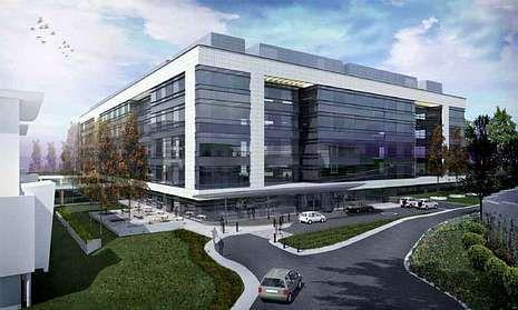 Las fachadas del edificio, de seis plantas, tratan de aprovechar la luz con amplios acristalamientos.
