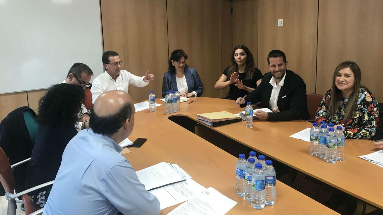 selectividad, pau.El consejero de Educación y Cultura, Genaro Alonso junto a miembros del Comité Español de Representantes de Personas con Discapacidad (Cermi)
