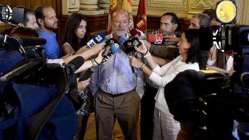 La justificación del alcalde de Valladolid.El naturópata Txumari Alfaro en una firma de libros