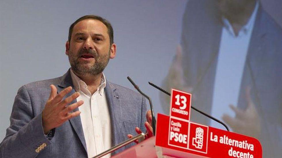 Rajoy y Sánchez se enzarzan al hablar sobre pensiones.José Luis Ábalos.