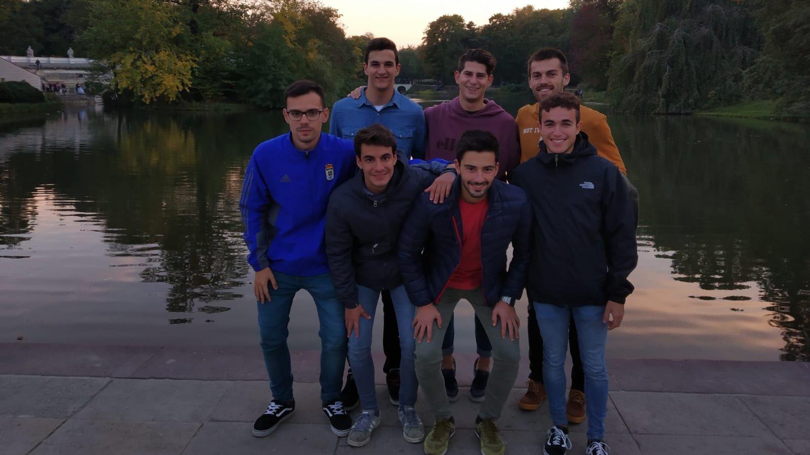 Video promocional del servicio de cardiología del Hula para captar a interesados en hacer el MIR.Carlos Castaño (en el medio de la foto en la fila de arriba) junto a más Erasmus españoles en el parque Lazienki de Varsovia