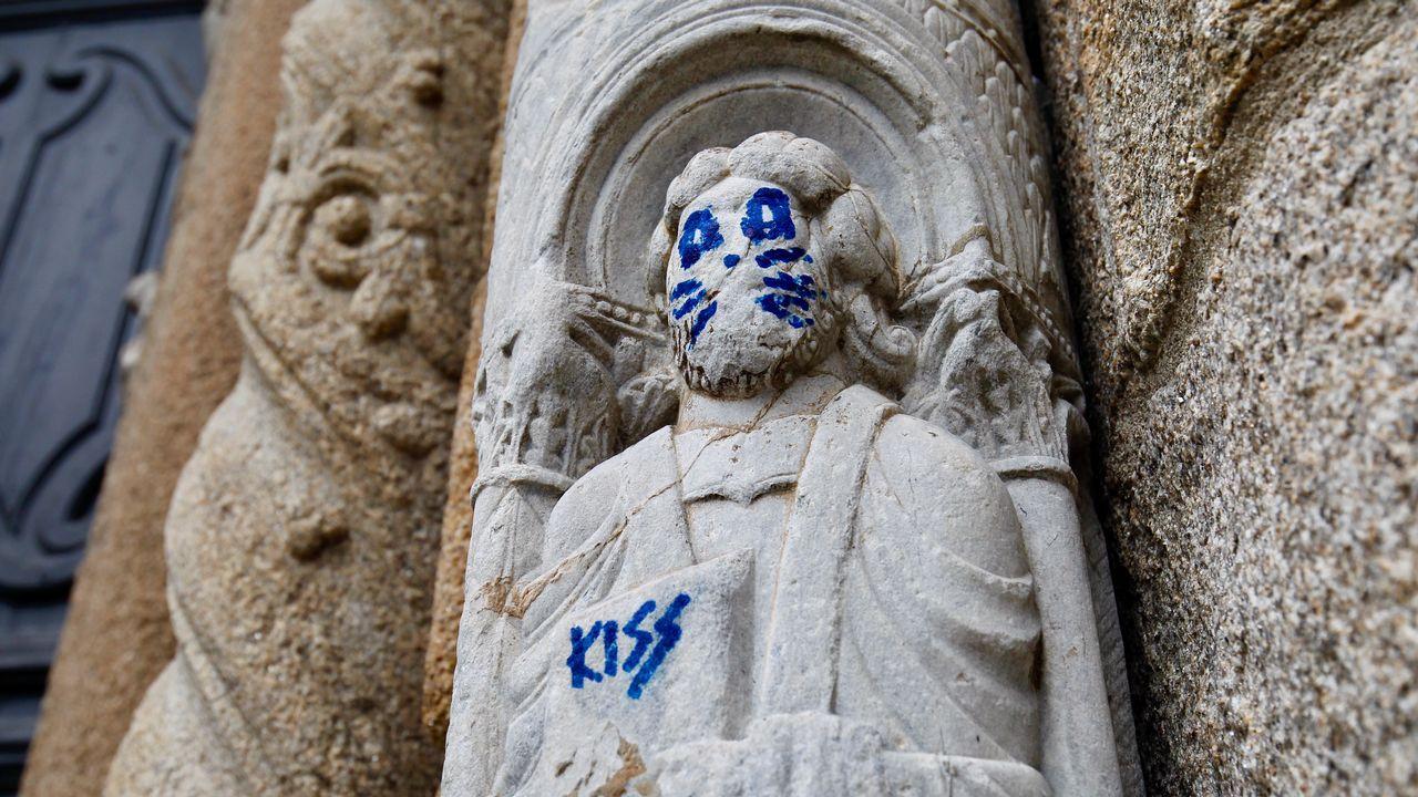 Los autores de la pintada en la catedral de Santiago se exponen a multas de entre 6.000 y 150.000 euros.