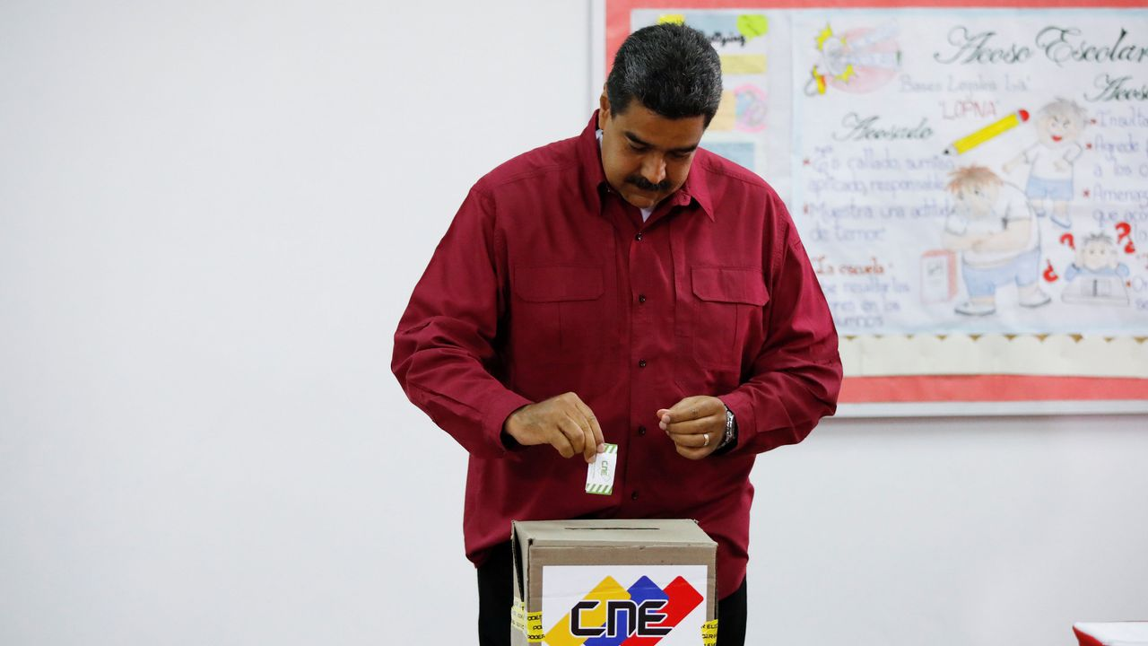 Nicolás Maduro es reelegido presidente de Venezuela con una participación del 46 por ciento.Daniel Ceballos