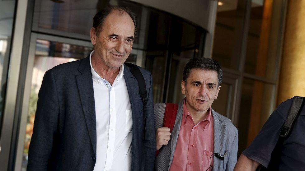 George Stathakis, ministro griego de Economía, y Euclid Tsakalotos, titular de Finanzas