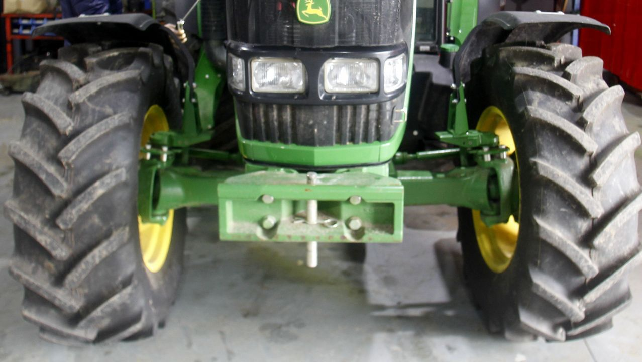 Ruedas de un tractor, en una imagen de archivo