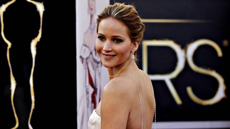 Oscars 2013: La alfombra roja en imágenes, todos los modelos de las estrellas de Hollywood.Imagen de Berry y su pareja el pasado octubre.