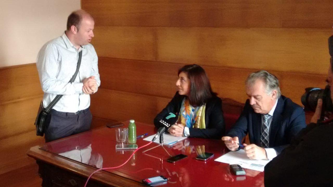 Núñez Feijoo y Javier Fernández apuestan por trabajar juntos por los trabajadores de Alcoa.Alberto Núñez Feijoo y Javier Fernández