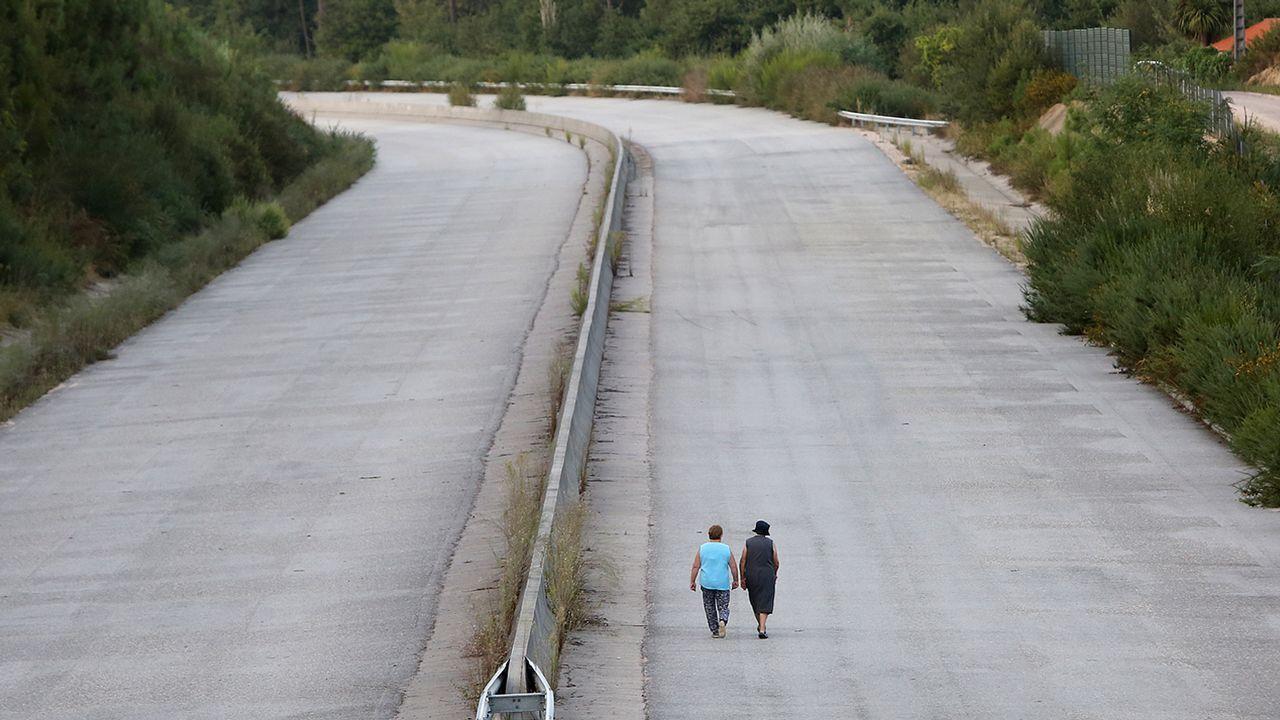 Una de las noticias de La Voz que más eco obtuvo a nivel nacional fue la de la AG-51, la conocida autovía fantasma. Tuvo un coste de 18 millones y hoy es un paseo.