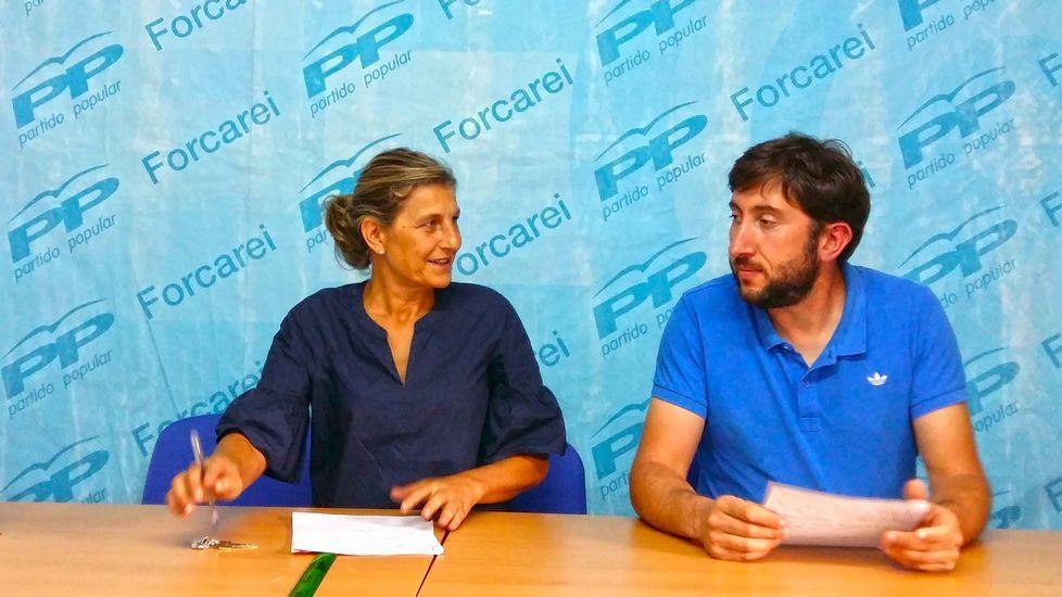Adrián Barbón (2i), y el coordinador general de IU de Asturias, Ramón Argüelles (2d),