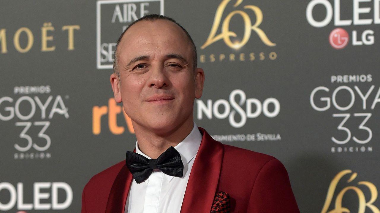 Javier Gutierrez, de Paco Varela con un arriesgado diseño en rojo