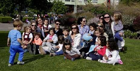 Un grupo de padres se queja en A Coruña de la imposibilidad de conseguir la vacuna en las farmacias gallegas.