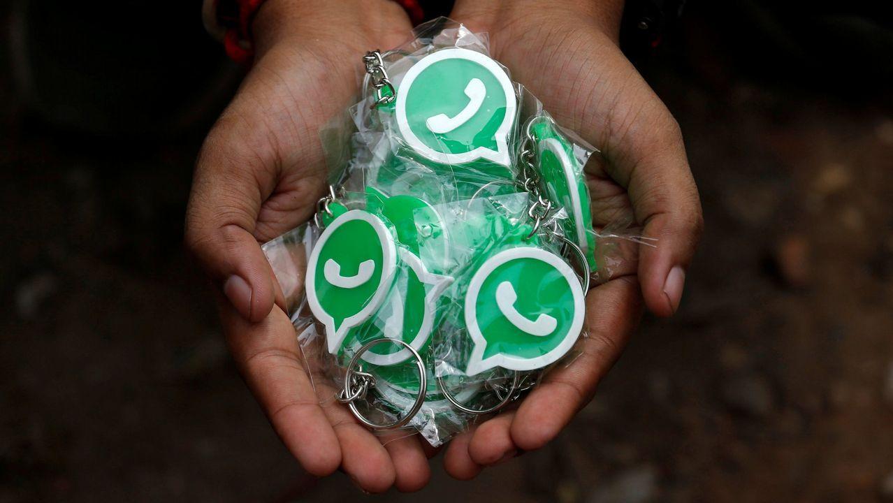 Todo lo que tu móvil le dice a la Policía.Un grupo de migrantes descansan en las gradas de un estadio de México