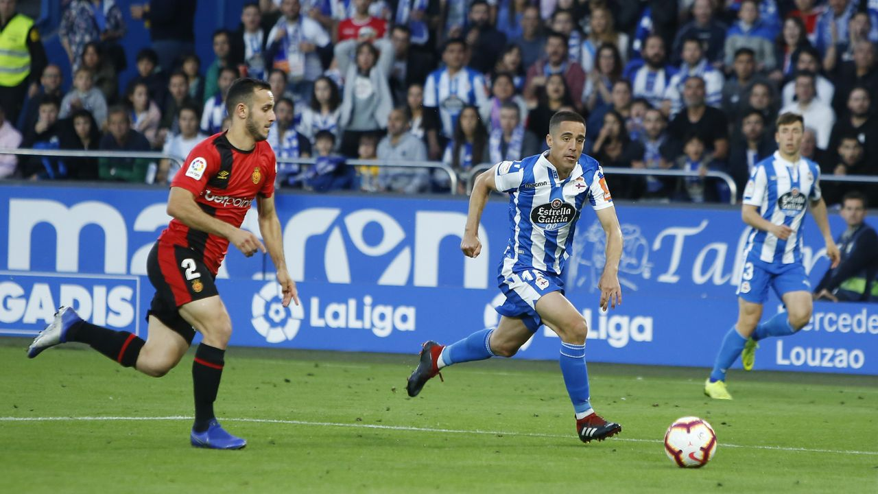 Aficionados viendo el partido. Deportivo - Mallorca.Carmen en un partido de esta temporada