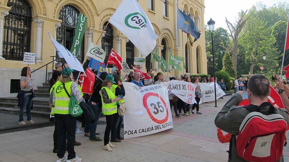 Escape en las baterias de coque de Avilés de Arcelor.Manifestación de funcionarios en Oviedo
