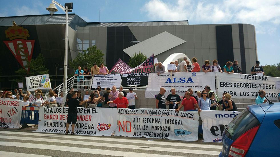 Laboral banner 2.Protestas de la Asamblea de Trabajadores en Lucha en la inauguración de la FIDMA 2017