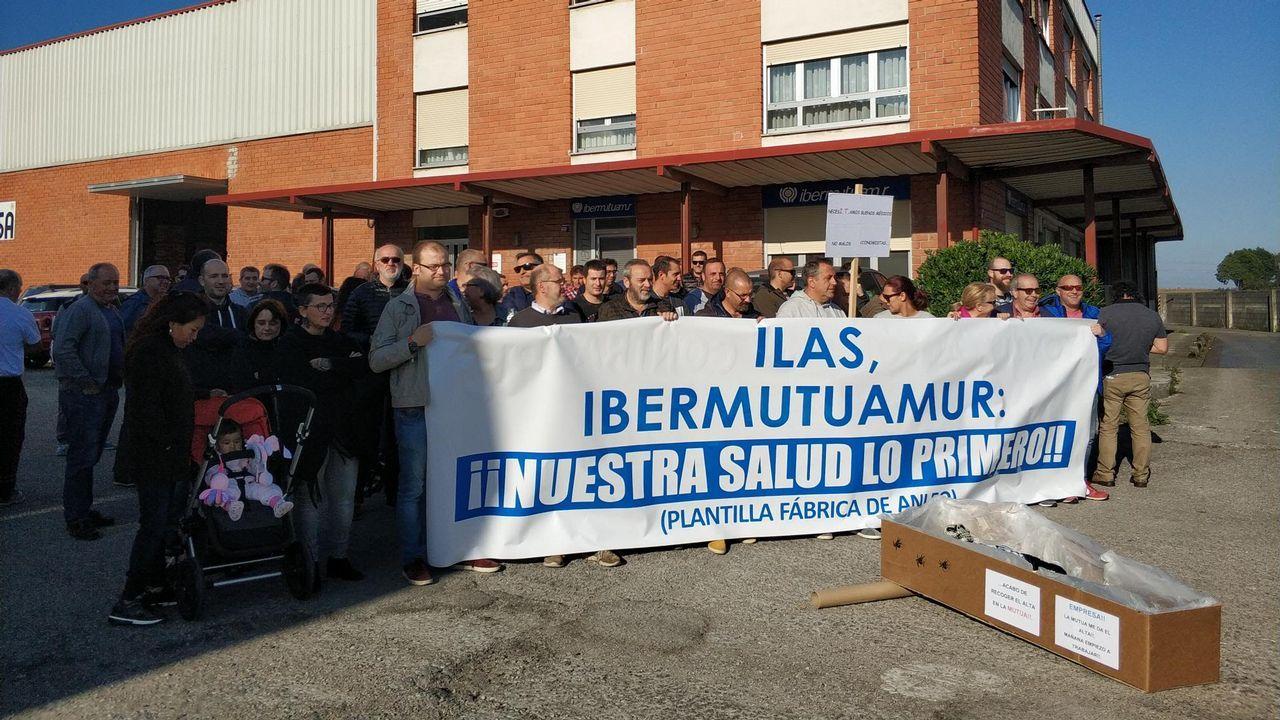 José Antonio Madiedo.Los 317 trabajadores de la planta avilesina de Alcoa se concentraron hoy frente a la fábrica de San Balandrán, en protesta y en lucha contra el cierre de la aluminera, que supondría el despido colectivo