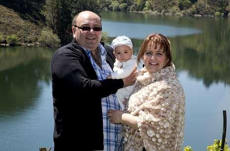 <span lang= es-es >El caso de Negueira de Muñiz</span>. Este año se bautizó a Hugo Braña Durán, hijo de Elia Durán y José Manuel Braña, alcalde. Se trata del primer niño bautizado en Entralgo desde hace 26 años.