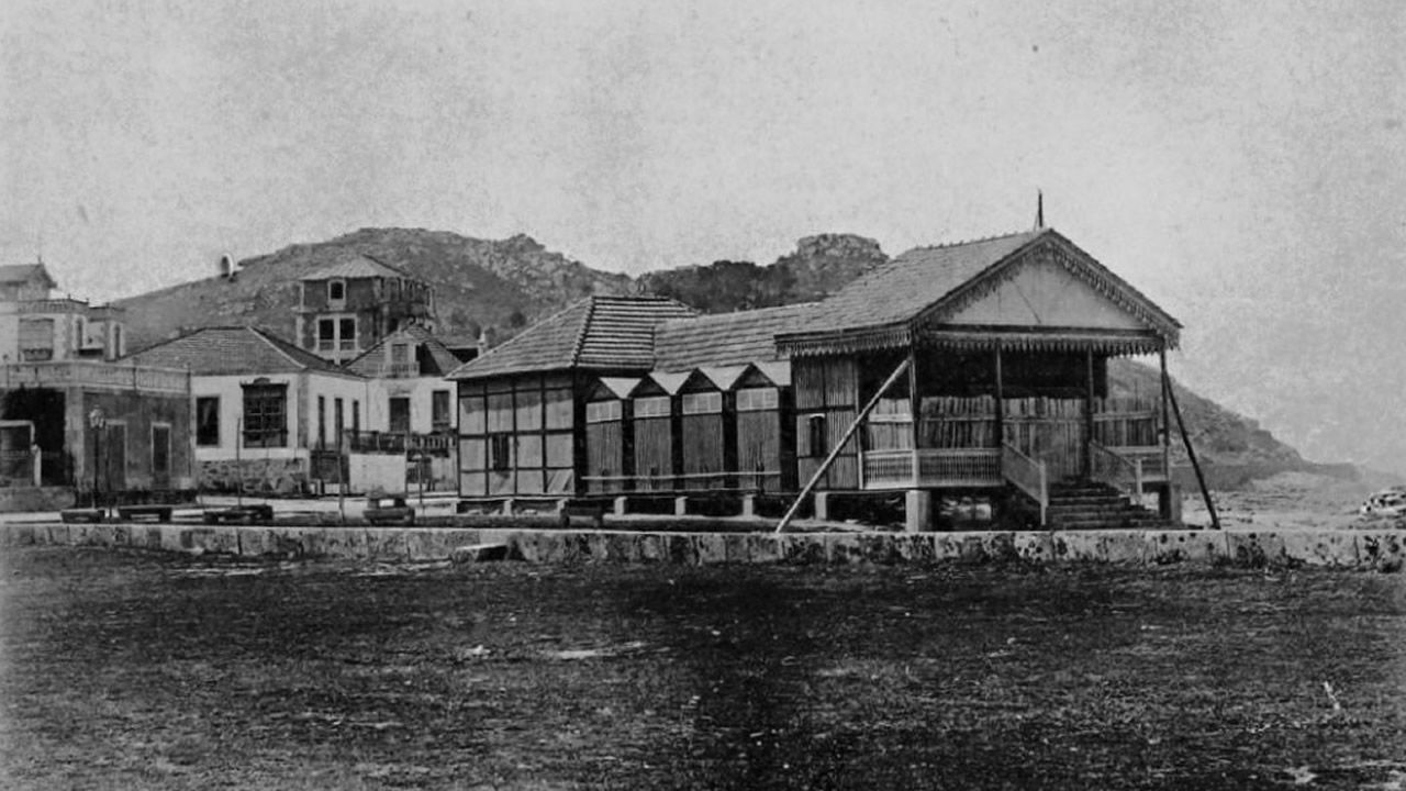 Imagen del antiguo balneario levantado en 1896 en Baiona