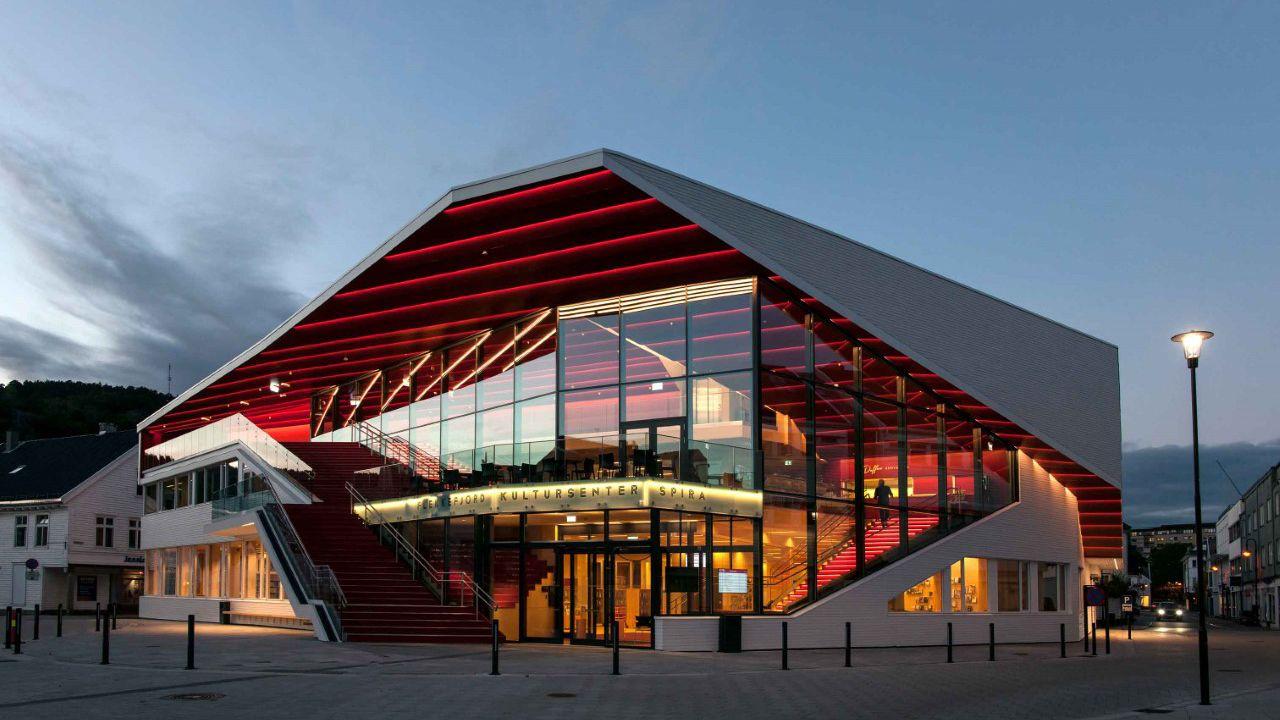 Edificio en Flekkefjord, en el cual Lito participó en su diseño  (Autor Jiri Havran - Oslo - Norway)