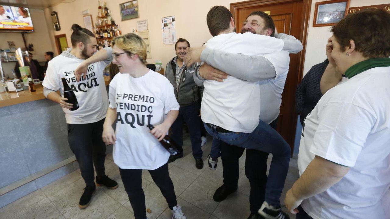 El Gordo de la Lotería de Navidad deja una lluvia de millones en Vilalba, donde se han repartido más de 500 millones de euros.